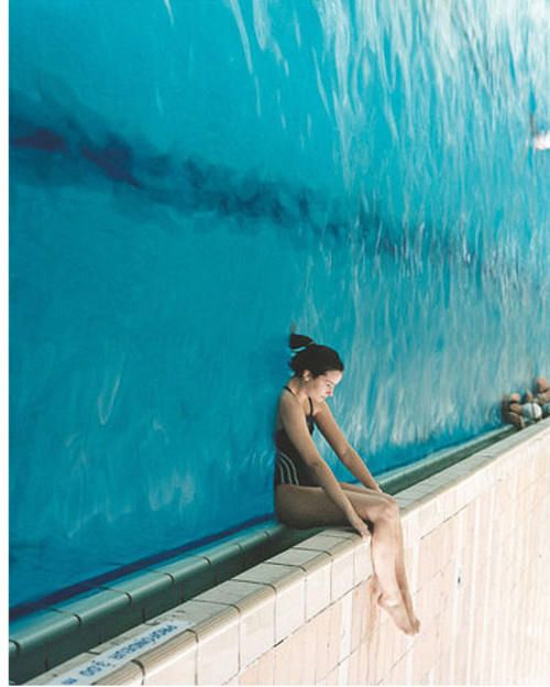 Mind-Blowing Photos. Take a look at a swimming pool. From quite a different perspective.