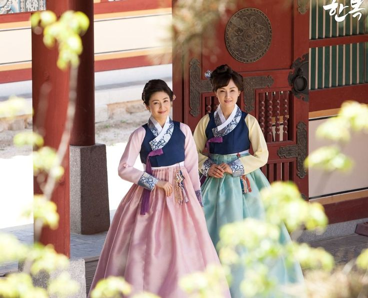 Korean traditional clothes. #한복 #어머니한복 #결혼식혼주한복 #혼주한복 #양가어머니한복 #전통한복 #우리옷 #예쁜한복 #hanbok #mother #snap #korean #natural #modern #style
