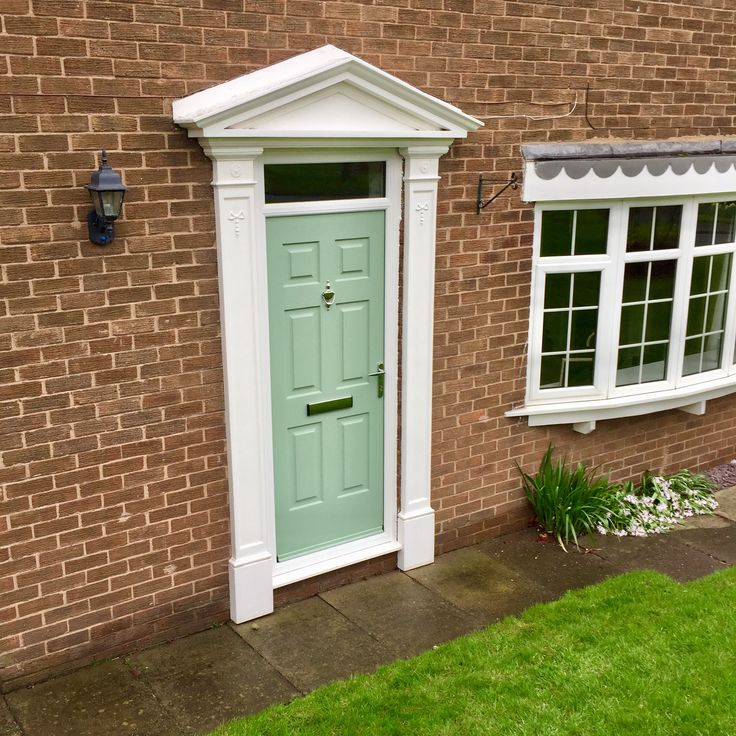 A charming Chartwell Green Colonial with Victorian door surround #Rockdoor #ChartwellGreen #Colonial #HomeImprovements