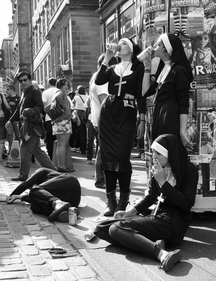 Pub owner fined after Irish 'nuns' are caught drinking ...BBC | Oktober 2012 (When atheists portraits believers)