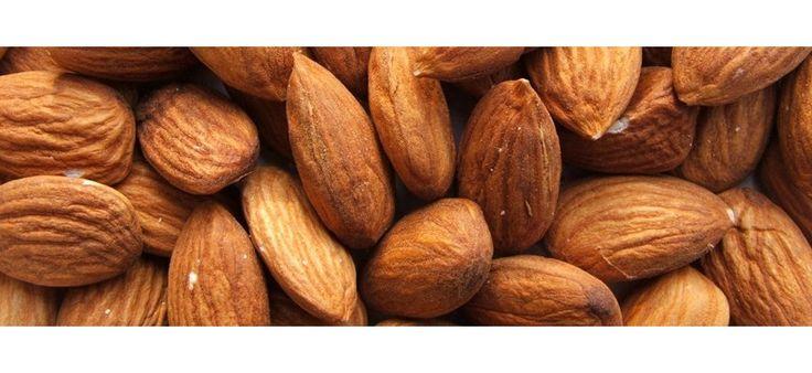 Aceite de #Almendras dulces. Emoliente, ablandante, nutritivo y calmante. Es rico en proteínas, hidratos de carbono, sales minerales, vitamina A y vitaminas del grupo B. Este aceite posee propiedades suavizantes, hidratantes, desinflamantes y antiinflamatorias, es apto para todos los tipos de piel. Especialmente recomendado en casos de sequedad, deshidratación y descamación. El aceite de almendras posee alto nivel nutritivo... | TeQuieroBio.com