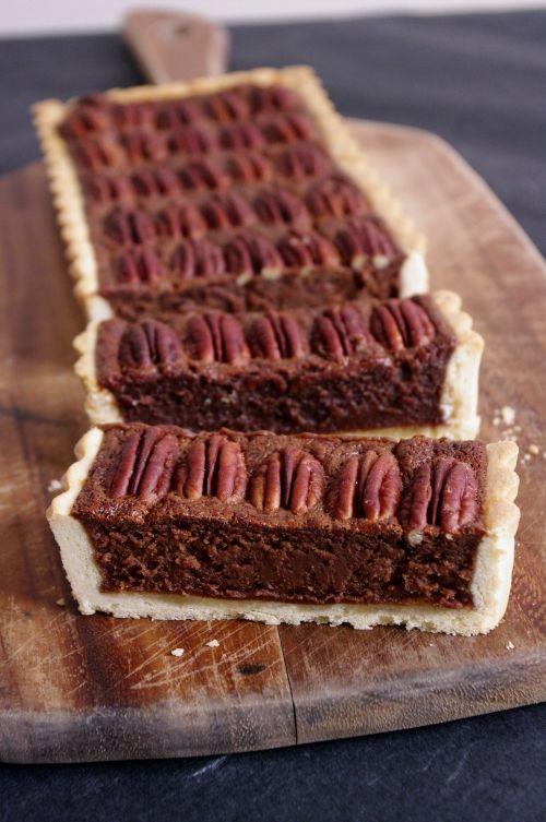 Tarte chocolat noix de pécan tirée du magazine Donna Hay. La présentation avec les noix bien alignées c'est LE détail qui donne tout son style à la tarte.