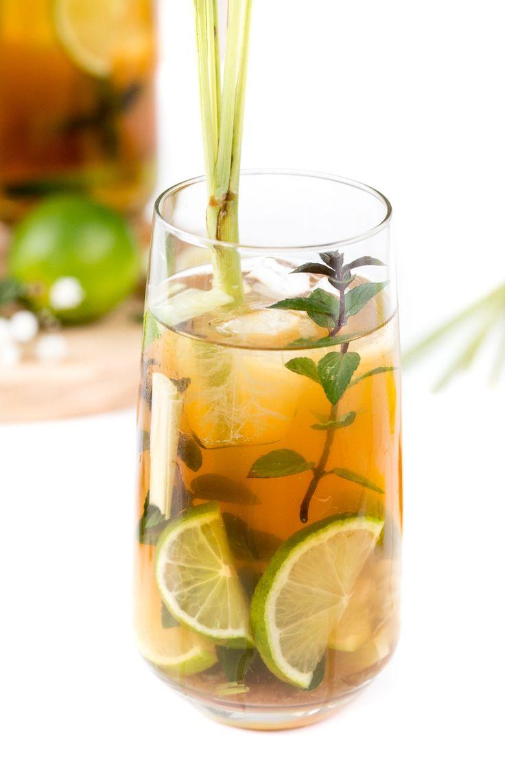 Leckeres Rezept für einen erfrischenden Zitronengras Mojito / Mojito mal anders mit frischem Zitronengras, Limetten und Minze / Zitronengras Cocktail / Erfrischender Sommer Cocktail