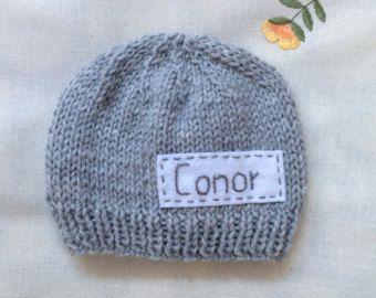 Apoyo de foto recién nacido, sombrero gris del recién nacido, sombrero recién personalizado con nombre, niño recién nacido, sombrero del bebé del monograma, gorrita tejida del nombre, sombreros de punto recién nacidos
