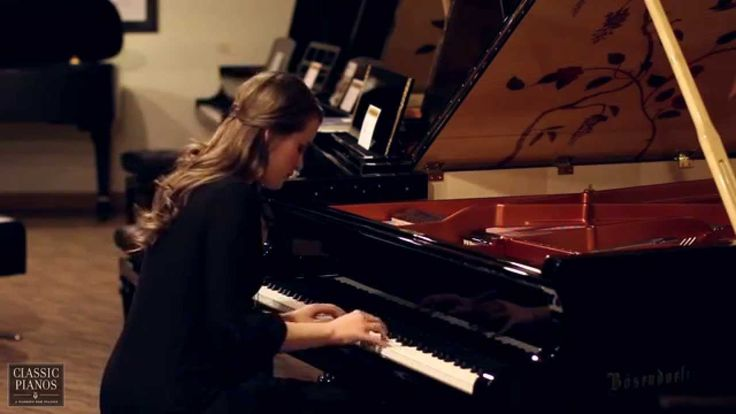 Kelsey Keogh performs Edelweiss on the Schonbrunn  Bösendorfer Piano at ...