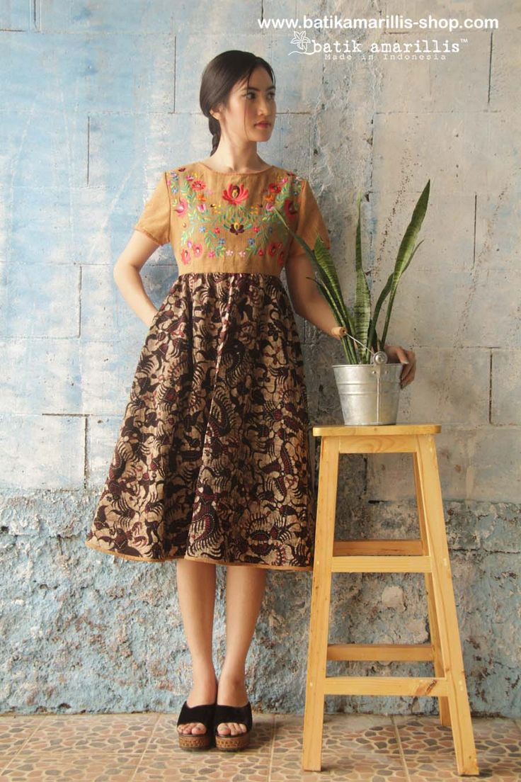 batik amarillis's diva dress-revamped available at Batik Amarillis webstore www.batikamarillis-shop.com in unique, beautiful tenun batik gedog Tuban with Hungarian folk art embroidery style. It's lovely dress with swirling 50-ies inspired style skirt, decorated with hand stiched at collar and sleeves ,accentuated with stylish Obi belt which you can style and re-style it the way you want it to be..
