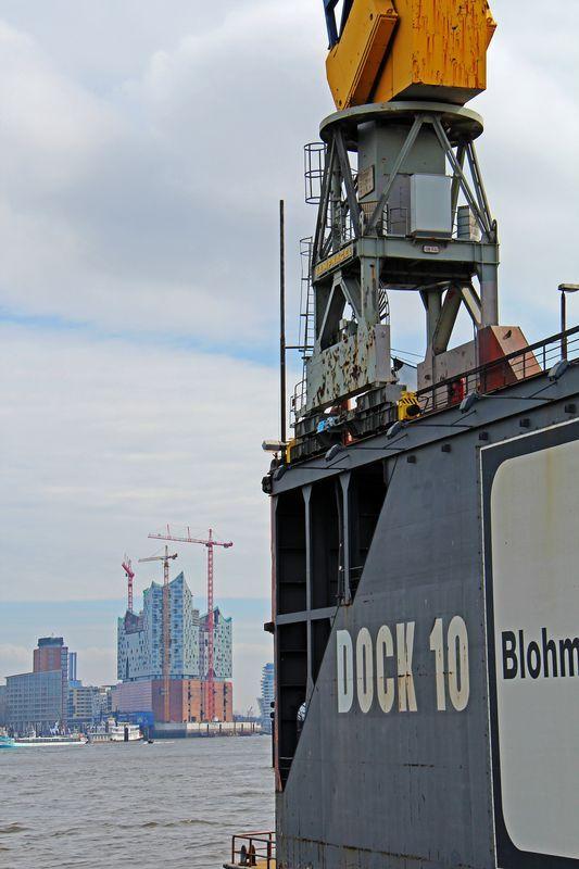 Hamburg, der Blick auf die Philharmonie #hamburg #elbe #hafenrundfahrt #landungsbrücken #dock #hafen #welovehh #hh #elbphilharmonie