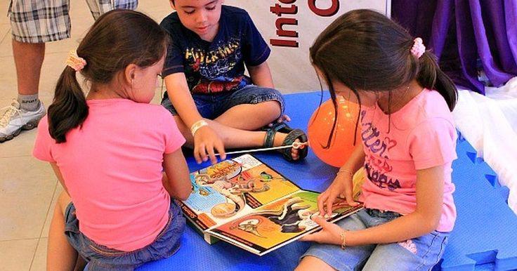 Biblioteca comemora 'Dia Nacional do Livro Infantil' em Santos, SP