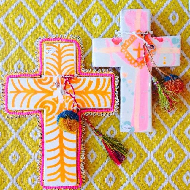 Jai Vasicek from Byron Bay's Ahoy Traders has lifted off with his creative, colourful ceramic crosses. Check them out at @villacapriluxeliving  #caprionviaroma #covr #uniquelycapri #capristyle #capri #villacapriluxeliving #art #ahoytrader #colour #crosses #jaivasicek