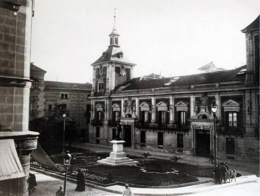 Plaza de la Villa, Madrid, en 1931