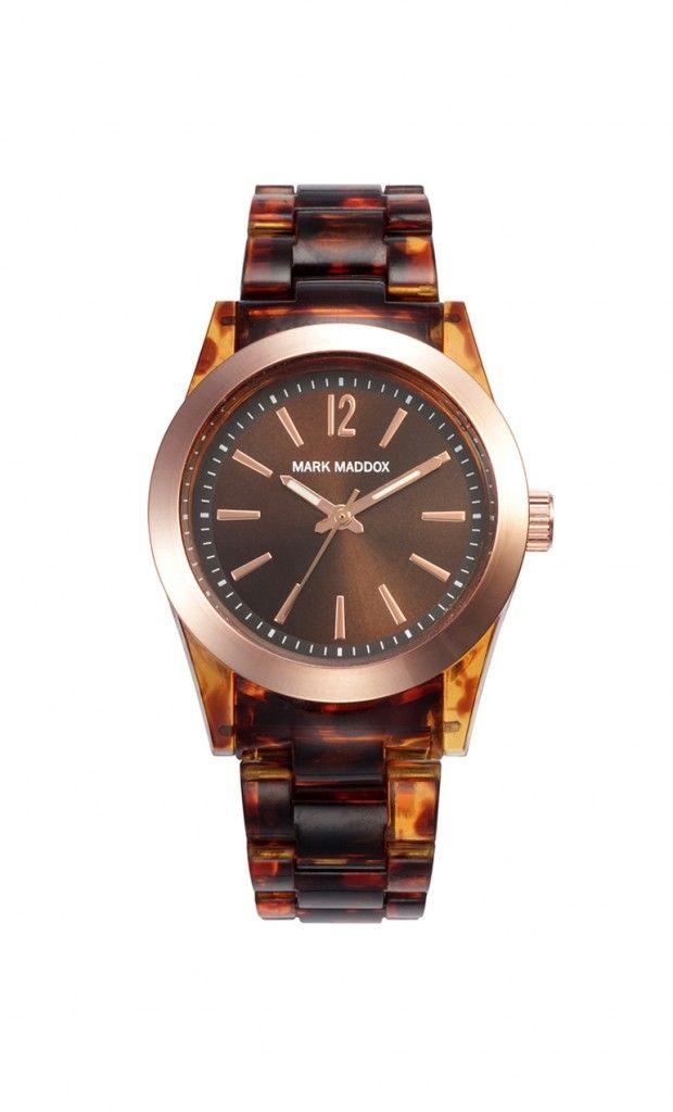 Un modelo que combina con tu look terrenal, no dejes de llevarlo!   Reloj tres agujas brazalete con acabado carey y cierre desplegable. Bisel con acabado IP Rosa y cristal mineral. Impermeable 30m (3ATM).