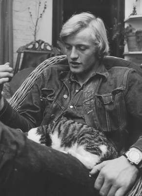 Rutger Hauer and a sleepy cat.