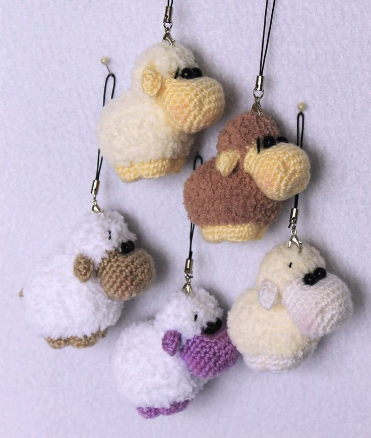 Amigurumi sheep keychain crochet pattern