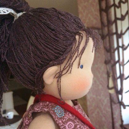 Купить или заказать Эстер в интернет-магазине на Ярмарке Мастеров. Кукла 36 см, создана вручную из натуральных тканей и материалов для игры и жизни) волосы вшиты равномерно и прочно, из тонкой гарусной нитки шерсть-шелк, не спутаются со временем , можно расчесывать и делать разные прически. Одежда- лен, хлопок, шерсть. Сшита по классической вальдорфской выкройке, с гармоничными правильными пропорциями , крепко и надежно, наполнена органической чистой овечьей шерстью.