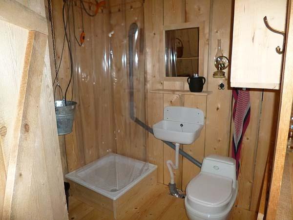tiny czech house/ nice small cabin bathroom