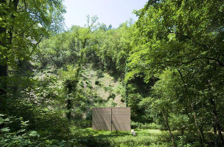 Cappella nel bosco / Palo Zermani + Eugenio Tessoni www.zermaniassociati.it
