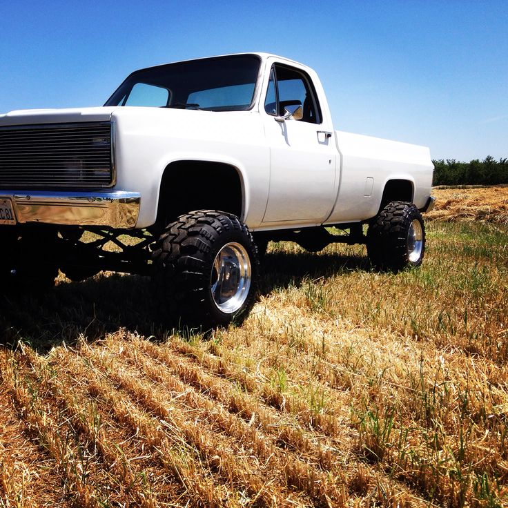 1981 Chevy 4x4 lifted weld wheels Swampers