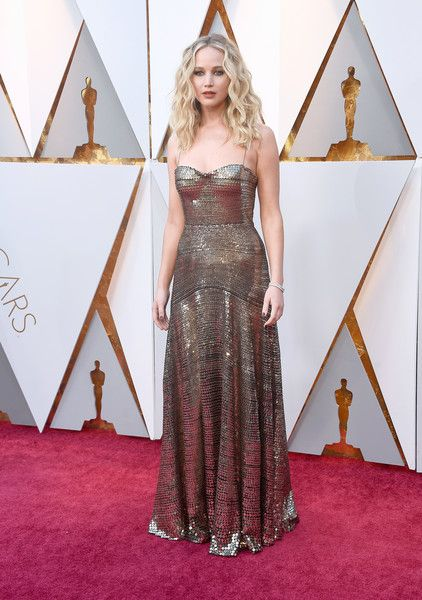 89a0cca64dc Jennifer Lawrence - The Most Daring Dresses at the 2018 Oscars - Photos