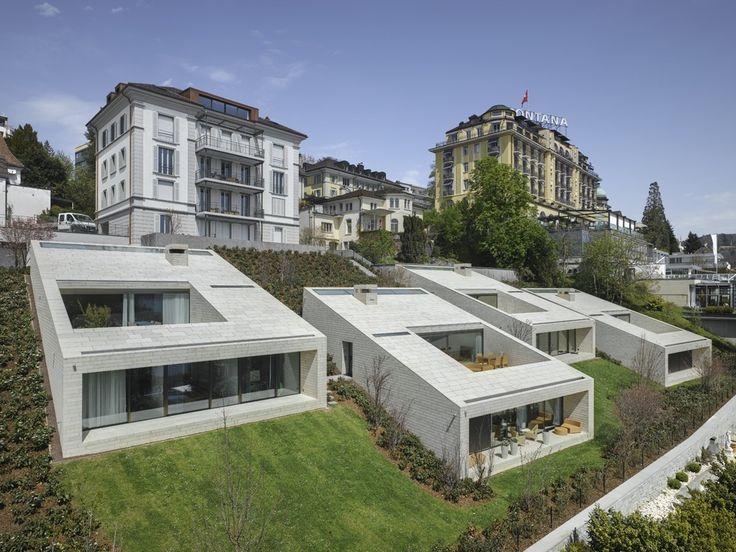 Construído pelo alp Architektur Lischer Partner na Lucerne, Switzerland As quatro moradias estão localizadas na margem direita da cidade de Lucerna, uma localização privilegiada, em um bair...