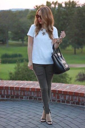 カーゴパンツの白Tシャツレディース