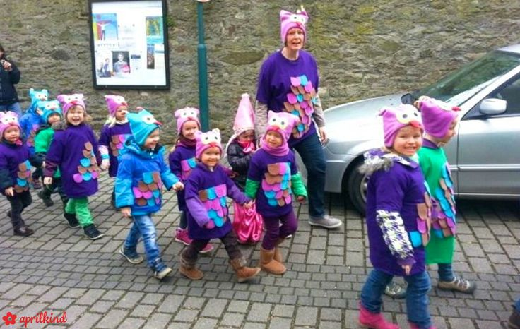 aprilkind – Näh' dich glücklich!: 100 ELMI Mützen im Karnevalszug