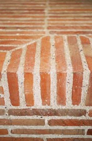 stunning edge done with Lanes Ceramic klompie bricks