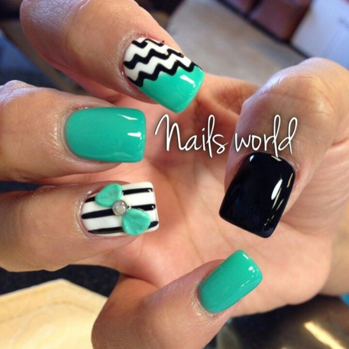 Mint & black nails ♡