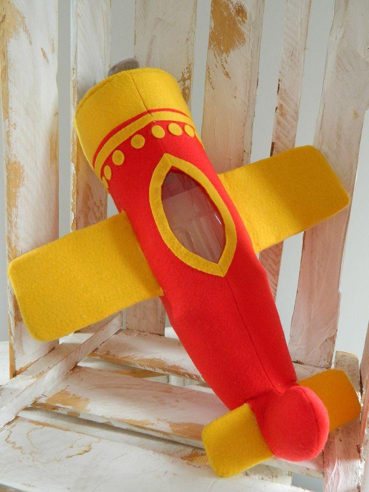 Avião do desenho infantil Mundo do Bita. Confeccionado em feltro e fibra anti-alérgica.  Ideal para decoração de festa de aniversário e quarto infantil.
