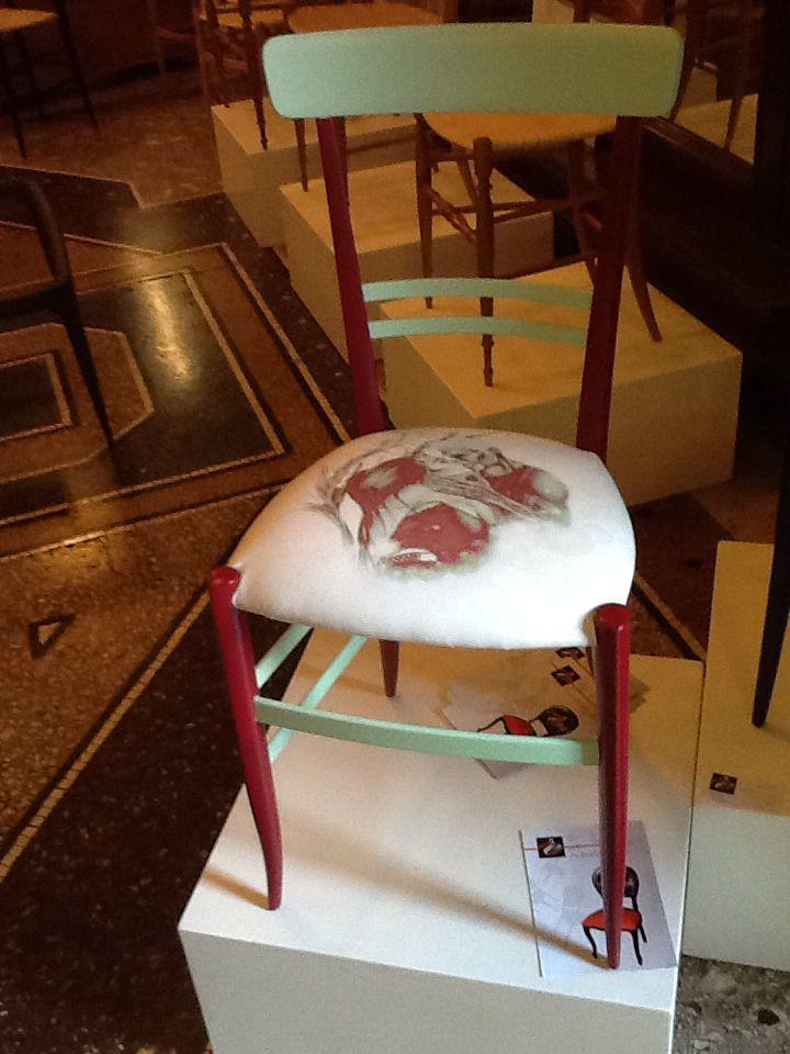 Una sedia elegante e romantica , un regalo fatto con il cuore chiavarina Levaggi by Castèstyle numero 99 la puoi ammirare da Levaggi Sedie a Chiavari