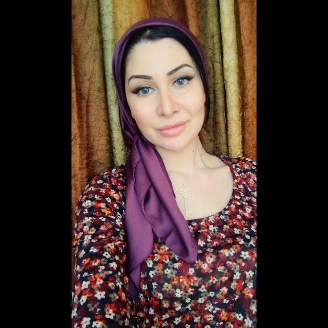 Выставляю по просьбам❤️ так я завязывала в Черкесске. Часто отправляют фотки в директ и под фотками в комментах пишут это очень легкий и красивый вариант  ну я так считаю✌️ и спасибо @showroom__koketka  за подвеску ключик  очень понравился)) вечером будут фотки #hijab#scarf#shawl#video#платок#хиджаб#Angelika