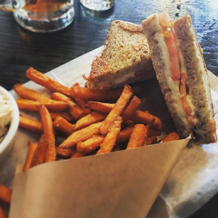 Nothing like a Friday night Toastie and some sweet potato fries. #foodporn #grilledcheese #sweetpotatofries #weekend #TGIF #snowdonia #astoria #nyc #astoriaeats