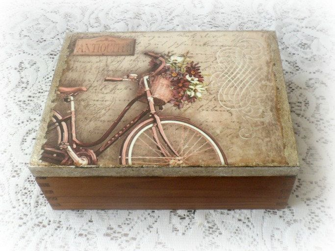 Wooden tea box jewelry box decoupage box por CarmenHandCrafts