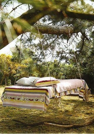 Pallet made bed that hangs from a tree - awesome!