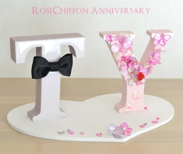 ウェディング衣装に合わせたイニシャルオブジェ♥|RoseChiffon Anniversary ローズシフォンアニバーサリー