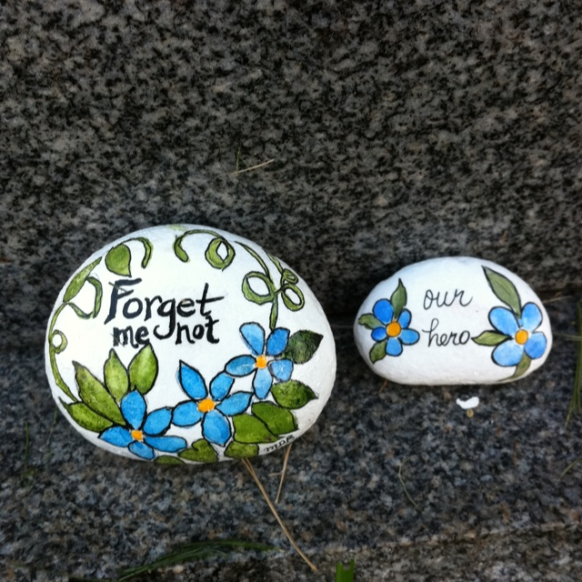 Memory rocks to place at a grave. Art by Mary Baralt.
