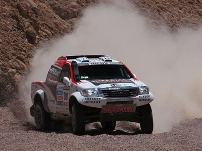 De Villiers holds on to third at 2013 Dakar Rally