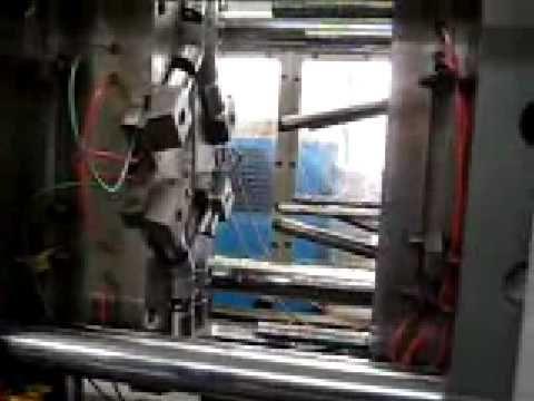 Molde de inyección de plástico con carros laterales. Material: PP