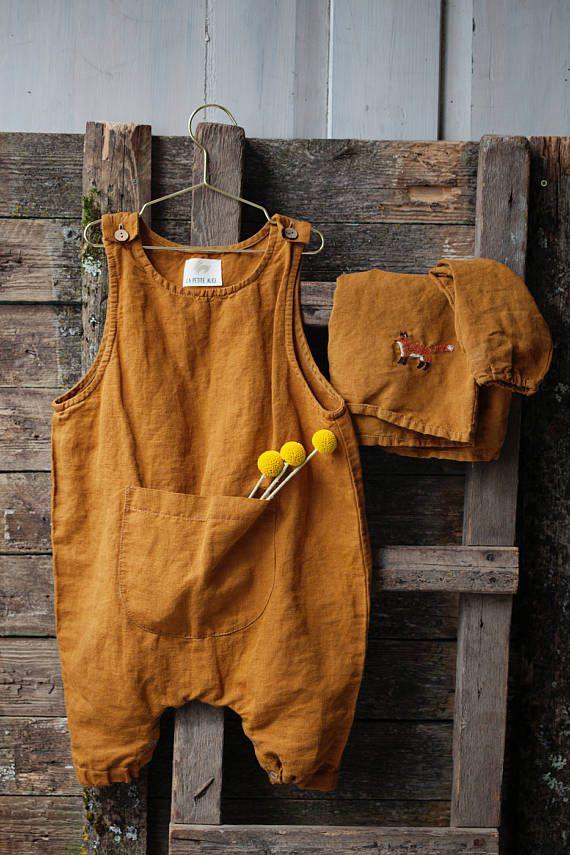 Gelbe Leinen Overall für Kinder. Für einfache un…
