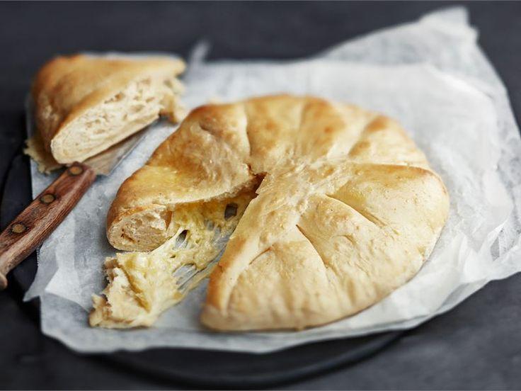 Hatsapuri on kruusialaisessa keittiössä tarjoiltava juustotäytteinen leipä. Leipä tarjoillaan aina suoraan uunista, jotta juusto on pehmeää ja sulaa.