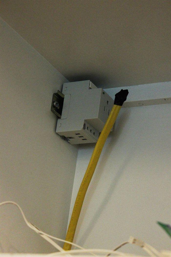 Diyの台所照明の改善 Ledのキャビネット内照明とシンクの上の照明