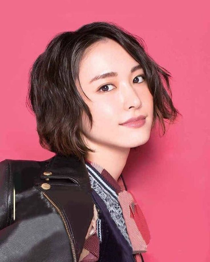 いいね!1,291件、コメント4件 ― 新垣結衣、専門投稿さん(@yui_aragaki_special_in)のInstagramアカウント: 「cool 本当に女の人でショートが似合う人は最強だと思う 個人的には新垣さんはミディアムが一番かと思ってるんですが、ショートも素晴らしく可愛い…」