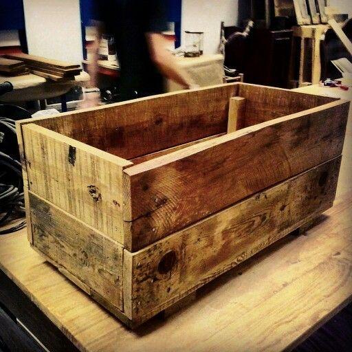 Jardinera hecha con maderas de #palets del #taller de iniciación al #bricolaje