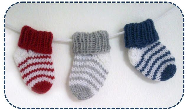 Simple striped baby socks - Easy - link for English pattern halfway down the page.
