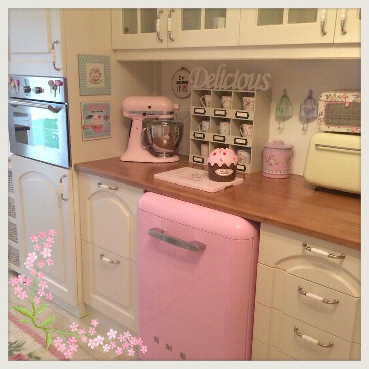 Vintage kitchen .. Pink Smeg
