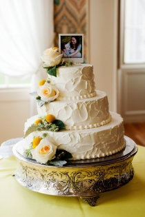 I like the photo on top of the cake!