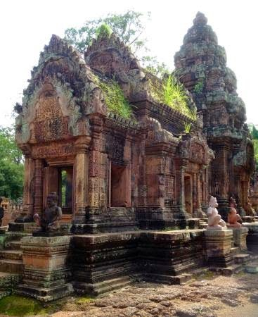 Banteay Srei | News Holiday Travel #Asia #BestDestination #SiemReap #HolidayPackage