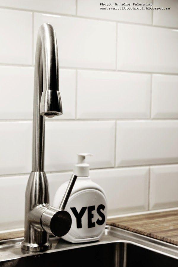 DIY behållare för diskmedel. Black and white