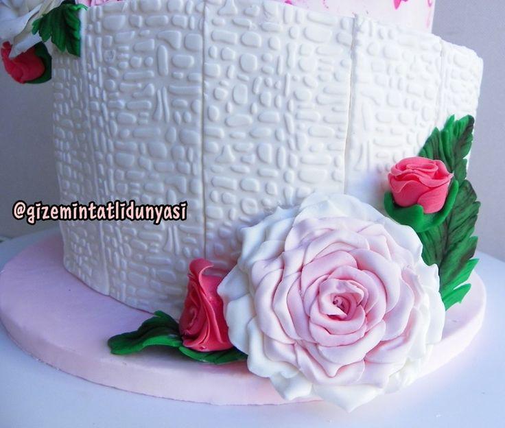 """137 Beğenme, 2 Yorum - Instagram'da Butik Pasta / Kurabiye (@gizemintatlidunyasi): """"❤️ #nişanpastası #engagementcake #weddingcake #rosecake #pinkcake"""""""