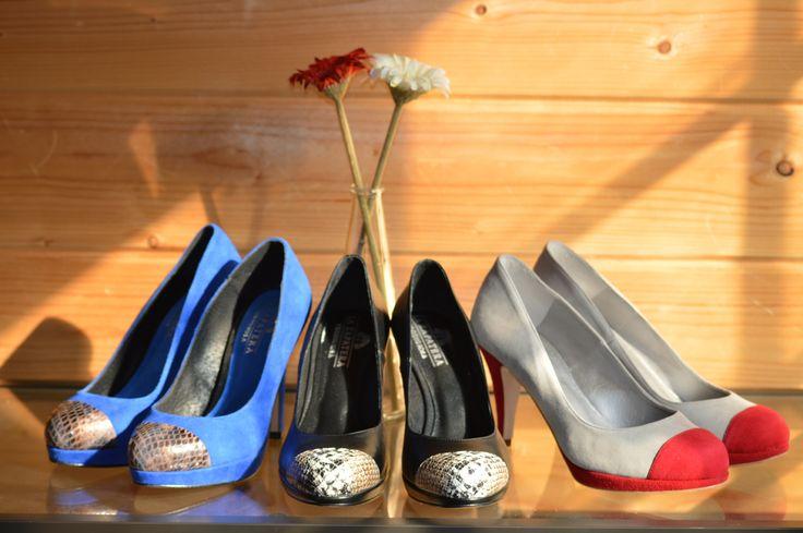 Zapatos de salón de punta redonda con diferentes alturas de tacón y diferentes materiales y colores de La Zapatera Prodigiosa @zprodigiosa #zapatos #personalizados #tacones #colores