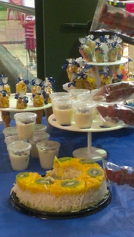 This is at Amazing Jump, at the beautiful San Austin Mall, they offer Birthday parties for kids, they celebrate with a Fruit Ring [(NOT A TRADITIONAL CAKE)]  the white is made of shredded Jícama, the yellow is mango and the top decorated with Kiwi..	The cup with lid has rice pudding with cranberries, the long plastic container bags has assorted corn chips, and the others have candy. .... :-)
